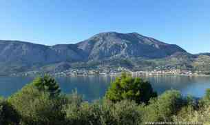 Vista general de Astakos desde la carretera hacia Messolongi